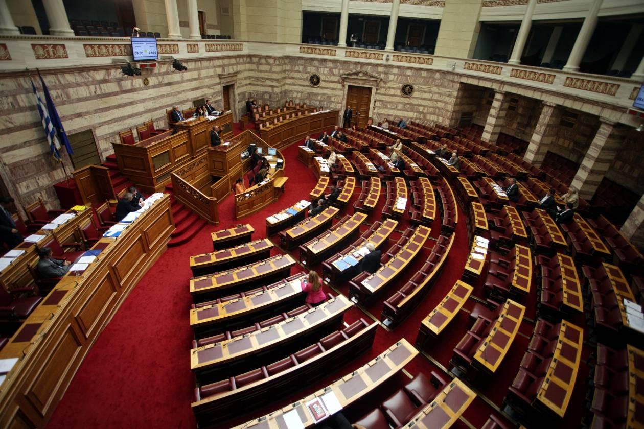 Βουλή: Να μπει το Εθνόσημο στην αίθουσα της Ολομέλειας