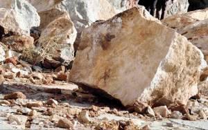 Ξάνθη: Ο δρόμος «κόπηκε» στα δύο λόγω κακοκαιρίας