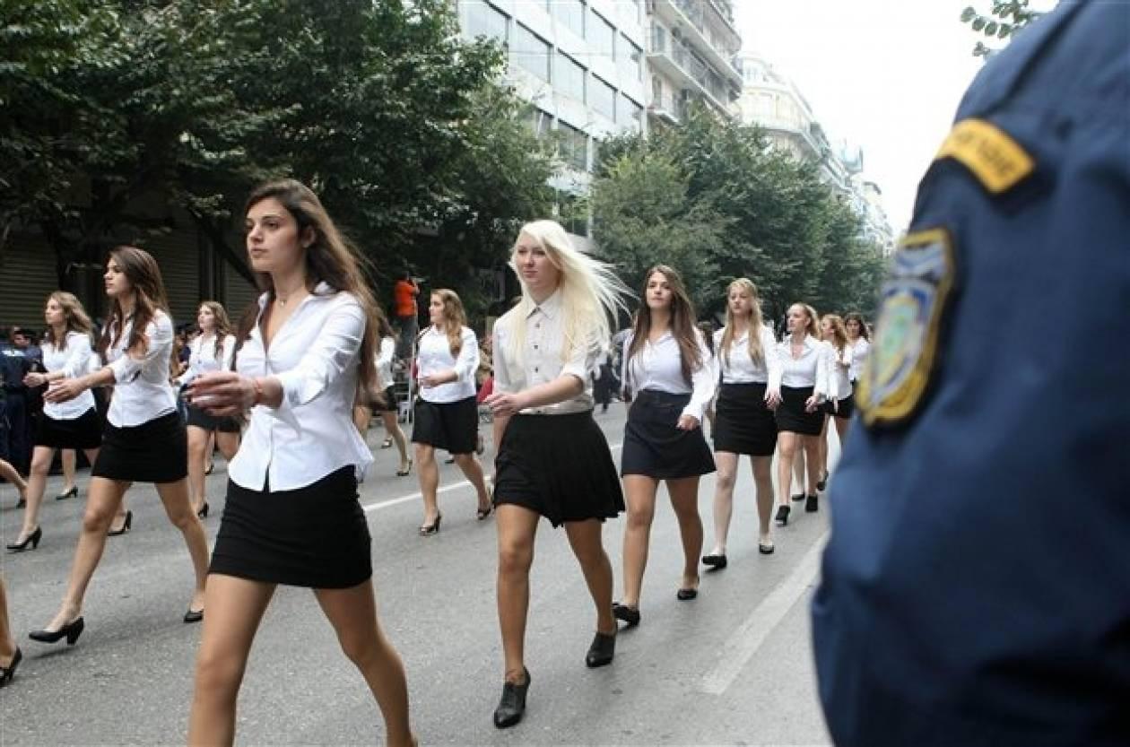 Η γυμνάστρια που μαγνήτισε τα βλέμματα στην παρέλαση (pic)