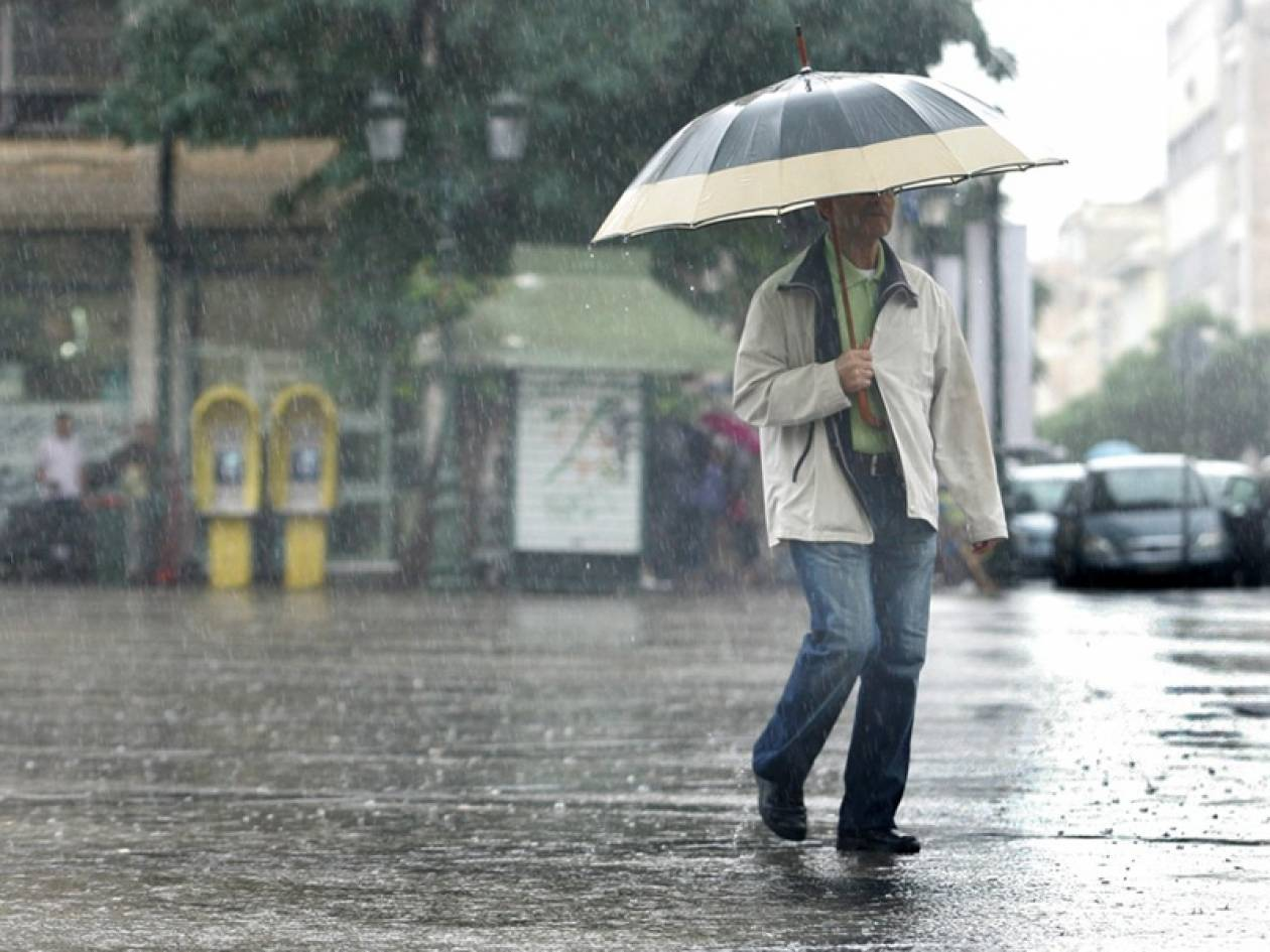 Καιρός: Επιμένουν οι βροχές