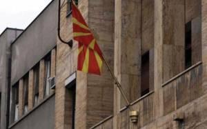 Όλμοι στο κτίριο της κυβέρνησης στα Σκόπια