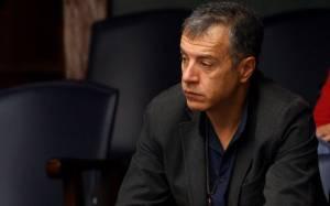 Θεοδωράκης: Να αρχίσουν ξανά οι συνομιλίες για το Κυπριακό