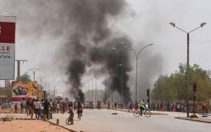 Μπουρκίνα Φάσο: Διαδηλωτές εισέβαλαν στο κοινοβούλιο