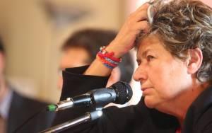 Ιταλία: «Ο Ρέντσι πρέπει να κατεβάσει τα γκλομπ»