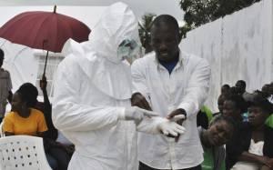 Έμπολα: Οι νεκρώσιμες τελετουργίες ευθύνονται για την επιδημία