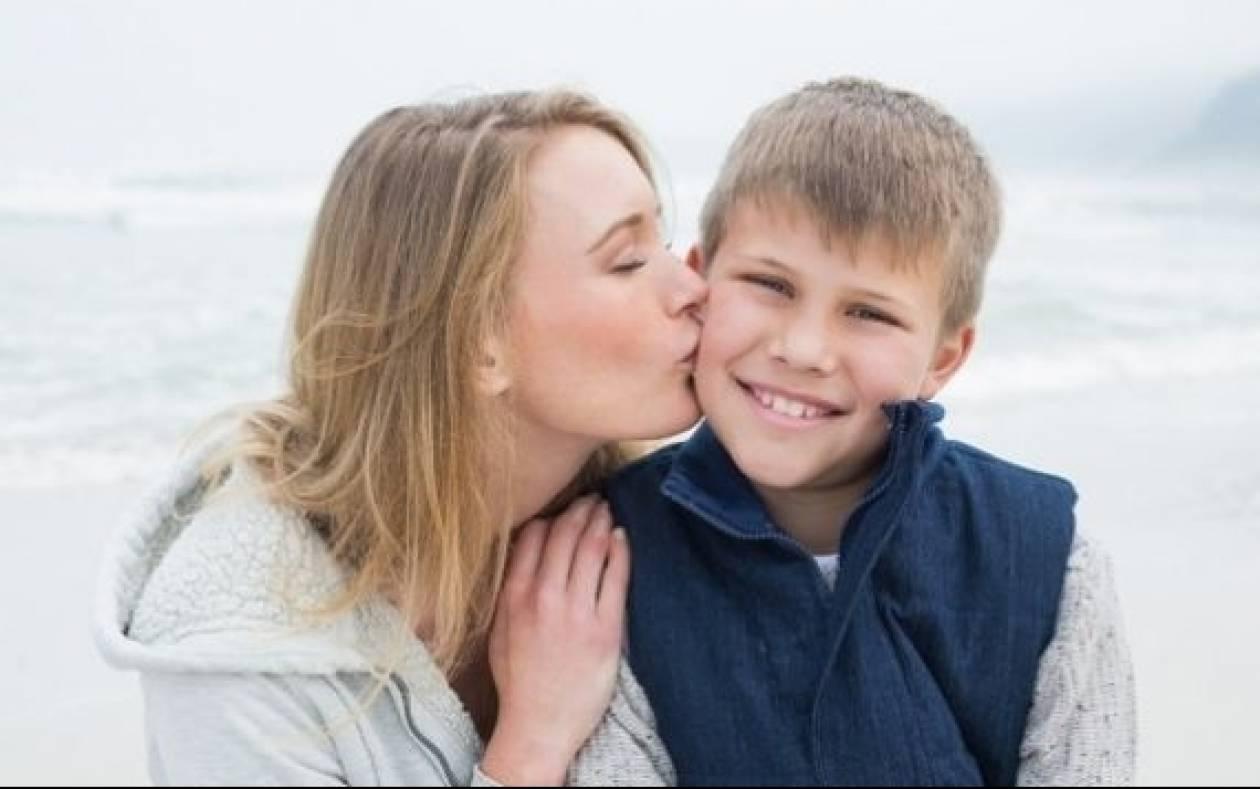Ο διάλογος μητέρας και γιου που συγκινεί