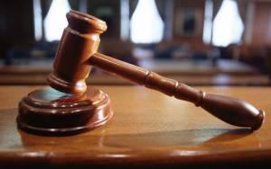 Καταδίκη «χάδι» δύο νεαρών που κατηγορούνται για υπόθεση βιασμού ανήλικης
