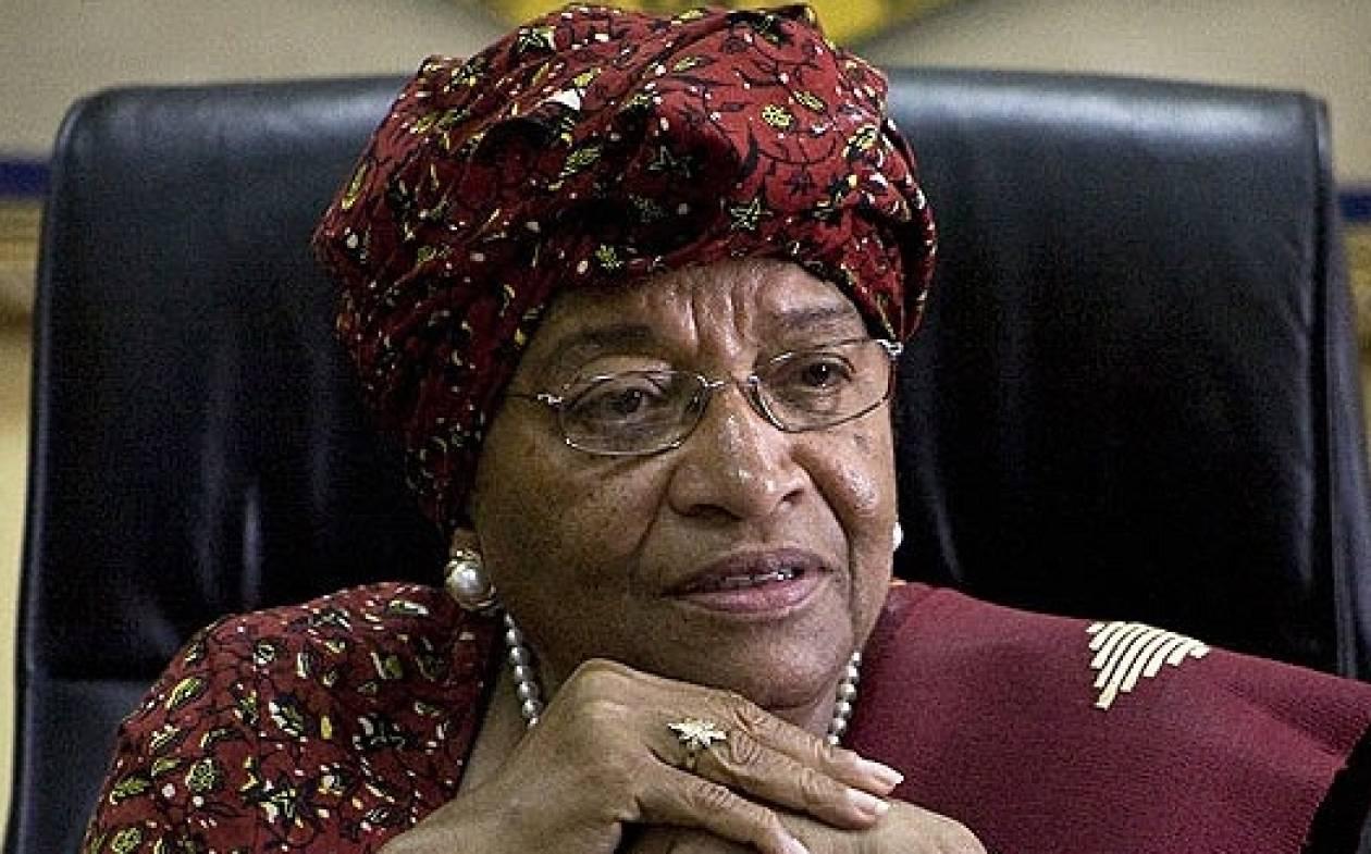Έμπολα: Δώρισαν σαπούνι και απολυμαντικό στην πρόεδρο της Λιβερίας!
