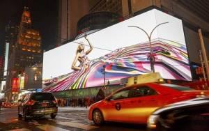 Μία οθόνη… σαν γήπεδο ποδοσφαίρου στην Times Square! (video)