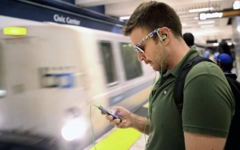 Με μουσική και tablet πάνε στη δουλειά οι έλληνες