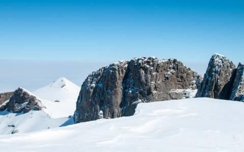Χιονίζει στα χιονοδρομικά κέντρα της Β. Ελλάδας
