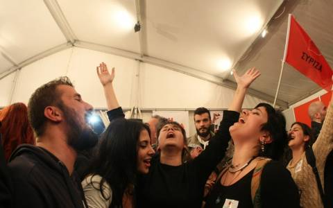 The Guardian: Ιστορικό «όχι» των Ελλήνων απέναντι στις πολιτικές λιτότητας