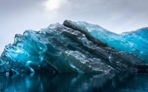 Ανταρκτική: Η «αθέατη» πλευρά ενός παγόβουνου (pics)
