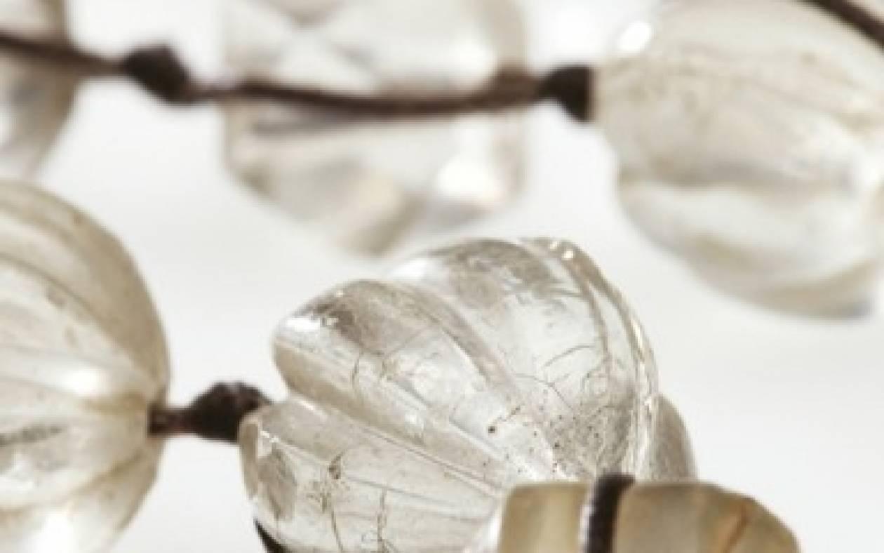 Χάντρες του Χρόνου: έκθεση της Σοχάν Μαρίας Σπινθουράκη στο Μουσείο Μπενάκη