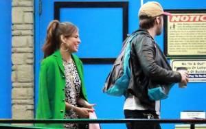 Aυτή είναι η Esmeralda; Gosling & Mendes κυκλοφόρησαν με το μωρό τους