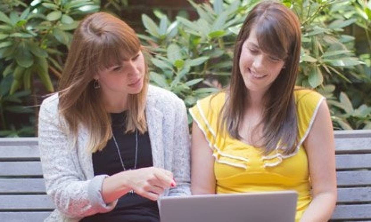 Οι γυναίκες ανησυχούν λιγότερο για τις online απειλές
