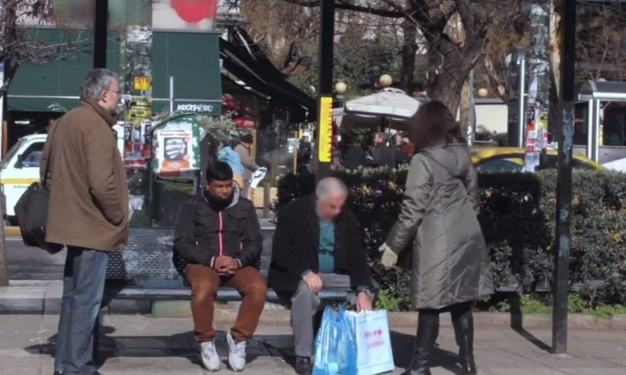 Ρατσιστική επίθεση σε στάση λεωφορείου (Video)