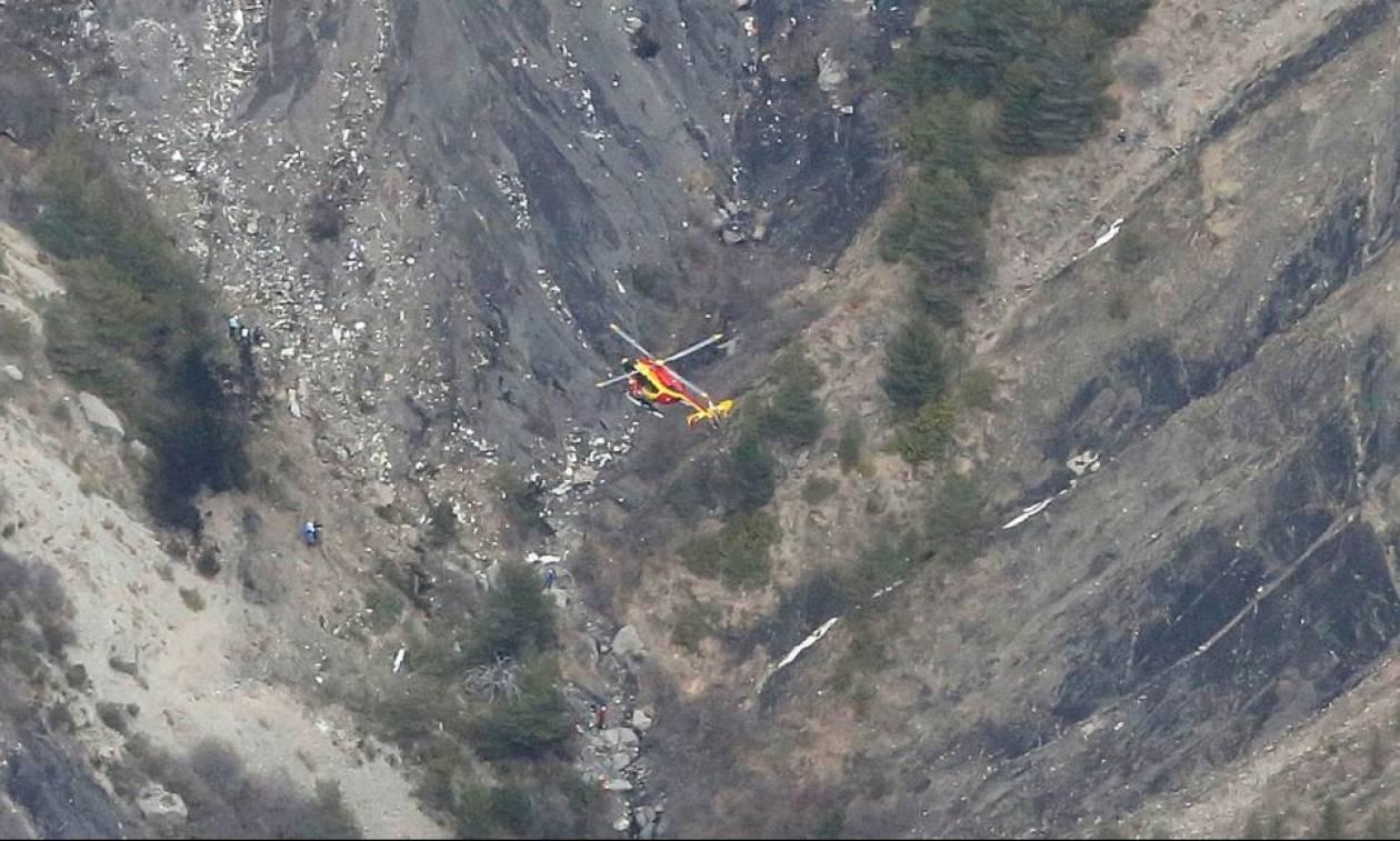 Πτώση αεροπλάνου: Συνεχίζονται οι έρευνες - Συγκλονιστικές εικόνες