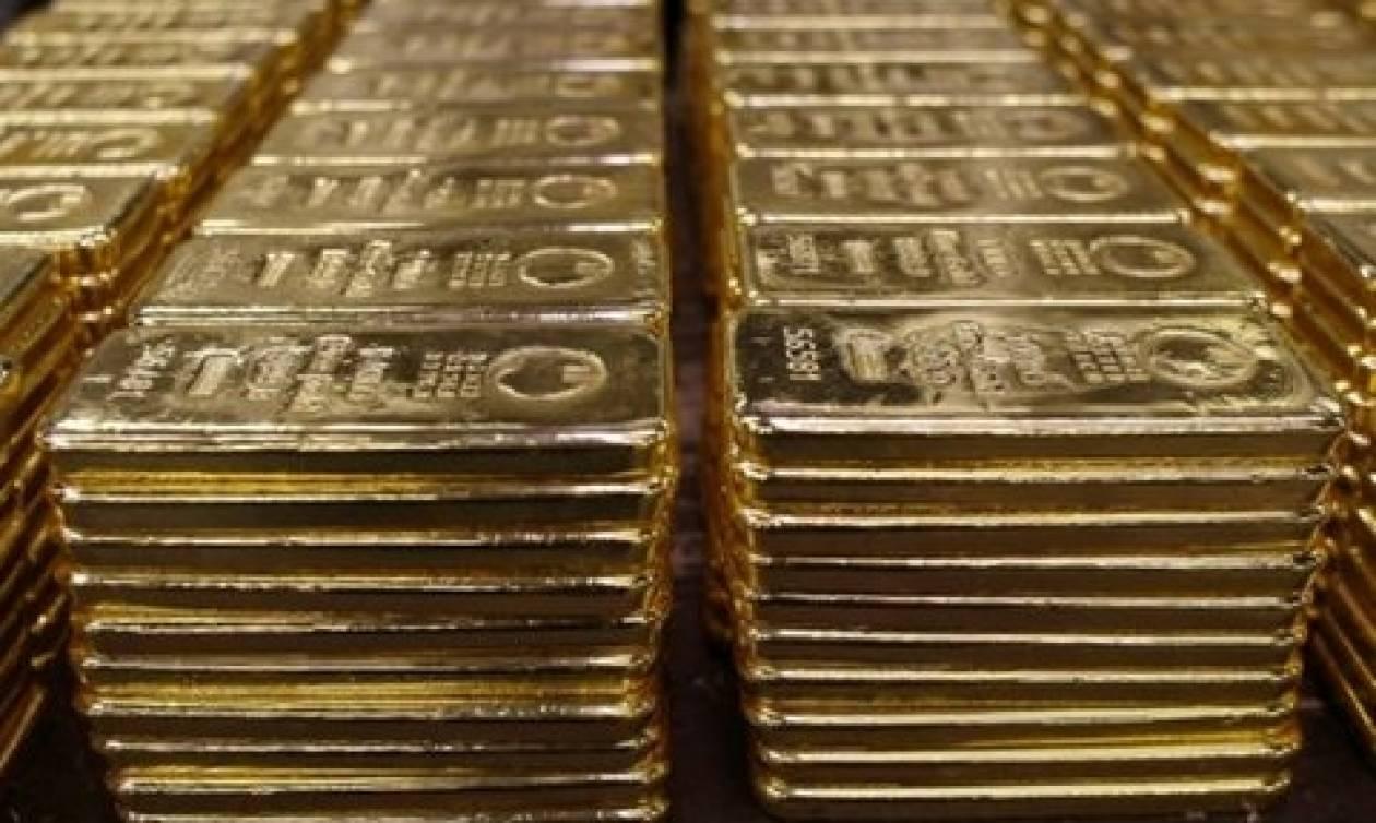 Έκρυβε 18 ράβδους χρυσού μέσα σε κάλτσες