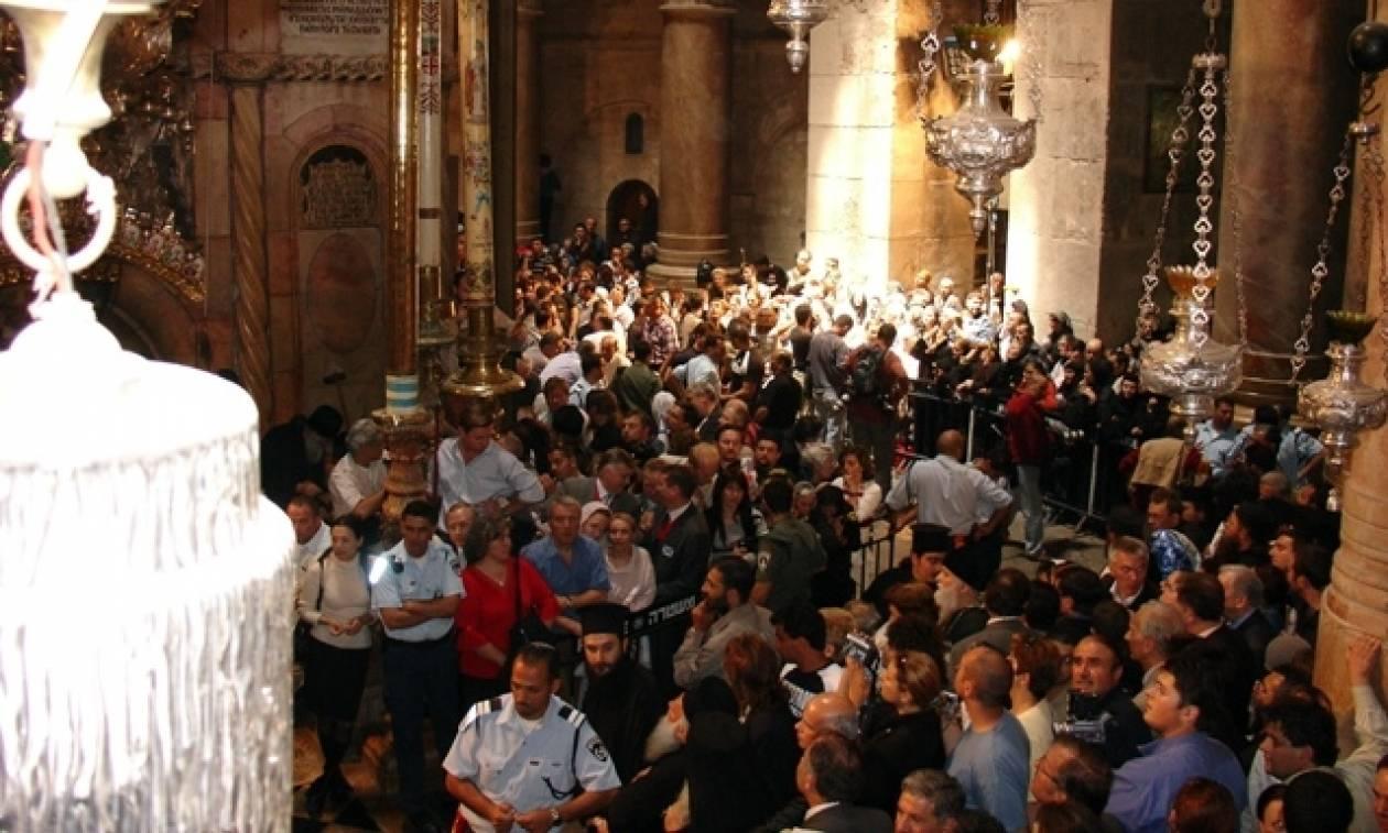 Η αφή του Aγίου Φωτός στην Ιερουσαλήμ