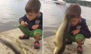 ΗΠΑ: Ψάρι… χαστούκισε αγοράκι! (video)