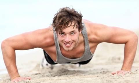 Δείτε πως κάνει push ups και μετά γκρινιάξτε ότι πονάτε (video)