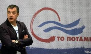 Ο Θεοδωράκης ζητά σύσκεψη πολιτικών αρχηγών για τη διαπραγμάτευση