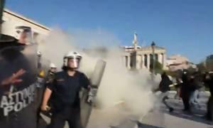 Νέο βίντεο από τη σύγκρουση αστυνομικών - αντιεξουσιαστών έξω από την Πρυτανεία