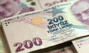 Τουρκία: Η υποτιμημένη λίρα προκαλεί προβλήματα στην εξυπηρέτηση δανείων