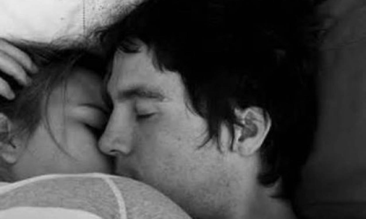 Πώς θα τον κάνεις να σε ερωτευτεί; 6 κόλπα που πιάνουν (εγγυημένα)