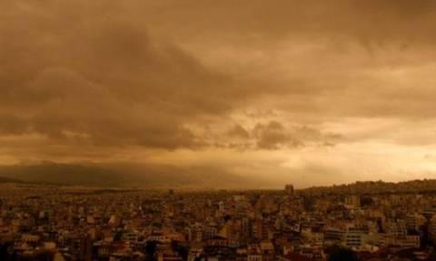 Καιρός: Ζέστη, βροχές και σκόνη από την Αφρική την Κυριακή