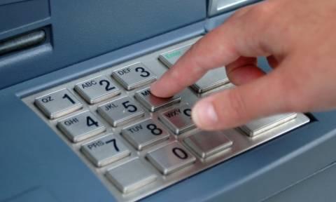 Τελευταίο «όπλο» ο πανικός στις τράπεζες