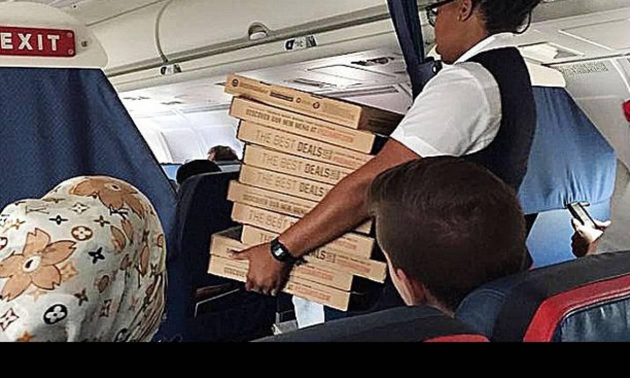 Πιλότος κέρασε... πίτσες όλους τους επιβάτες λόγω της καθυστέρησης
