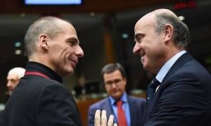 Ισπανός ΥΠΟΙΚ: Η Ελλάδα να δεχτεί τη χείρα βοηθείας των θεσμών – Δεν συζητείται ενδεχόμενο Grexit