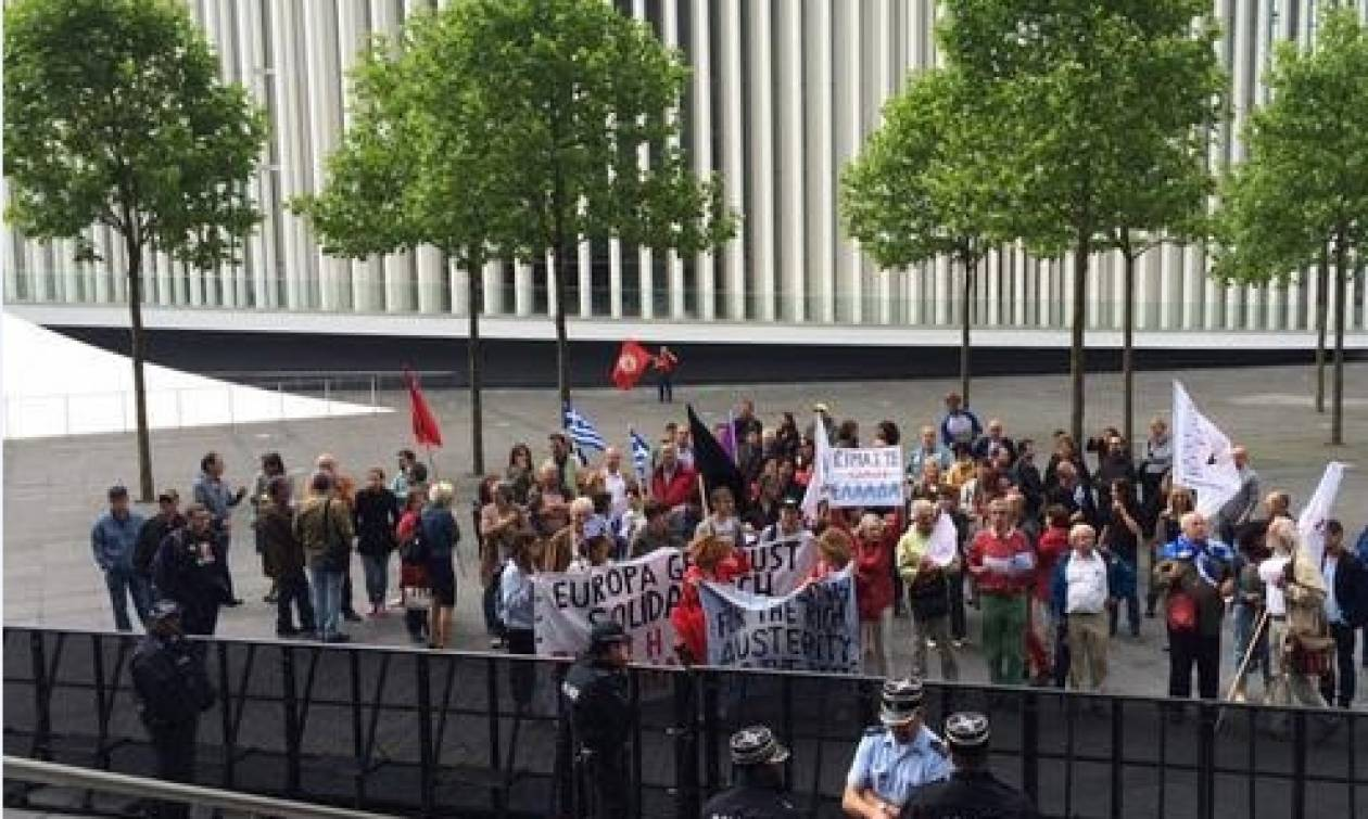 Λουξεμβούργο: Διαδήλωση υπέρ της Ελλάδας ενώ συνεδριάζει το Eurogroup