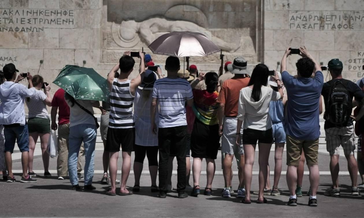 Χωρίς capital controls η ανάληψη χρημάτων μέσω ΑΤΜ για τους τουρίστες