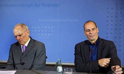 Διαπραγματεύσεις – «Απασφάλισε» κατά του Σόιμπλε ο Βαρουφάκης: Αυτός ζήτησε την παραίτησή μου!
