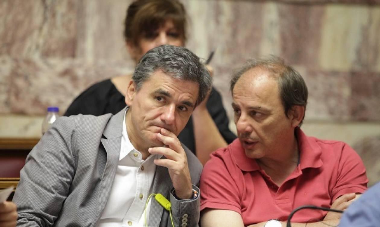 Συμφωνία: Η υπογραφή Τσακαλώτου έγινε viral και δικαίως μάλιστα (photos)