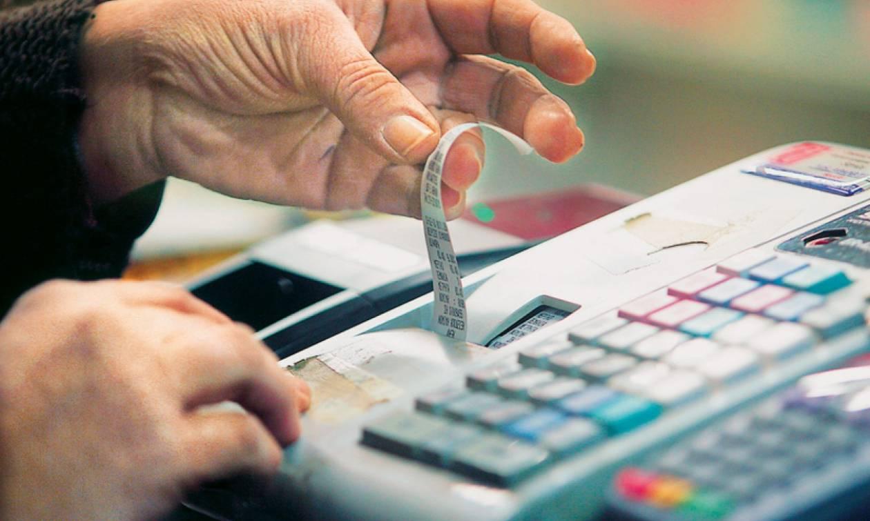 Σε ποια προϊόντα αυξάνεται ο ΦΠΑ από τη Δευτέρα