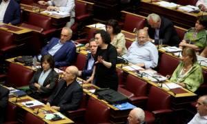 Μνημόνιο: Κόντρα στη Βουλή για τα 200.000 ευρώ της μητέρας Βαλαβάνη