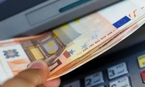 Capital Controls: Τι αλλάζει στις αναλήψεις μετρητών από ATM και γκισέ