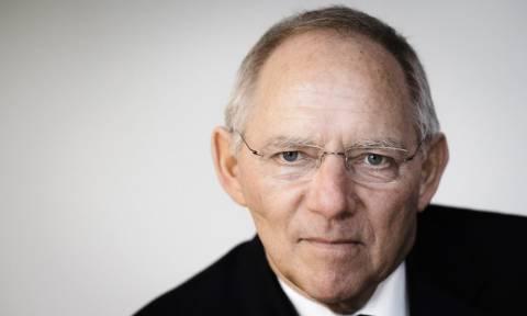 FAZ: Ο Σόιμπλε θέλει να περιορίσει τις αρμοδιότητες της Κομισιόν