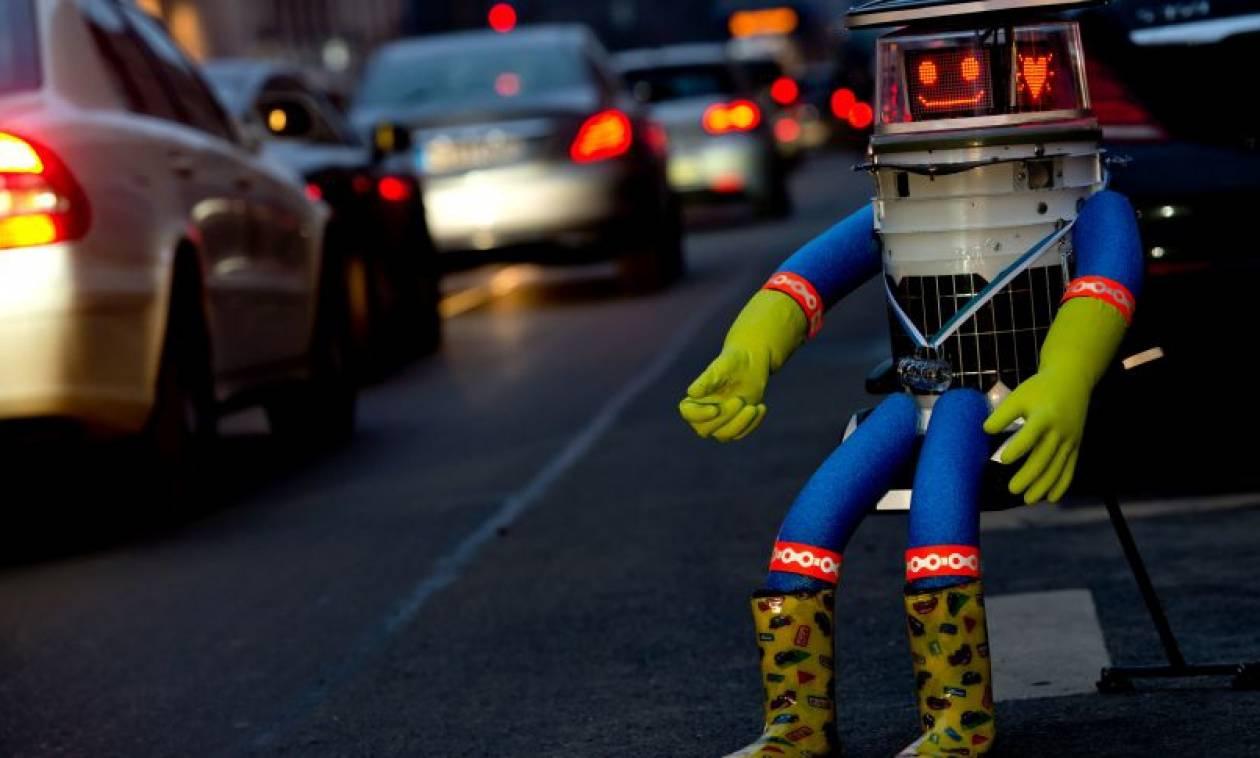 Η… συγκινητική ιστορία ενός ευγενικού ρομπότ: Ταξίδεψε για να ανακαλύψει τους ανθρώπους (video)