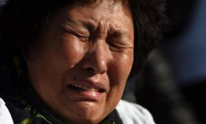 MH370: Νέα ευρήματα στη Ρεϊνιόν - Εξαγριωμένες οι οικογένειες των αγνοουμένων (video & pics)