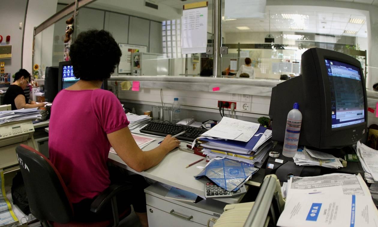 Μαζικό κύμα φυγής από το Δημόσιο λόγω του νέου Ασφαλιστικού