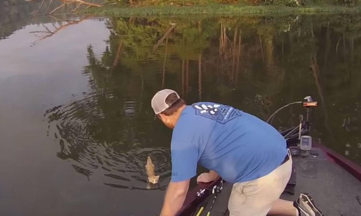 Πήγε Για Ψάρεμα Γνωριμίες