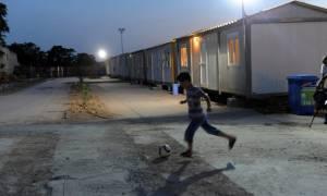 Υπερπλήρης ο Ελαιώνας – Στην πλατεία Βικτωρίας διανυκτερεύουν δεκάδες πρόσφυγες