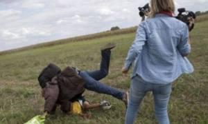 Η εικονολήπτρια μετά την τρικλοποδιά στο πρόσφυγα, απευθύνει ναζιστικό χαιρετισμό!