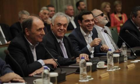 Κυβέρνηση ΣΥΡΙΖΑ: Το μετέωρο βήμα και η σύγκρουση «νέων και παλιών»