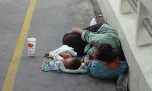 Στήριξη σε μονογονεϊκές οικογένειες από την Παπαστράτος